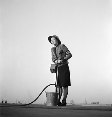A_female_Fire_Guard_using_a_stirrup pump